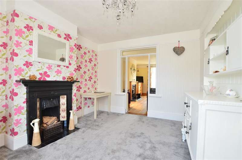 4 Bedrooms Detached House for sale in Moat Road, East Grinstead, West Sussex