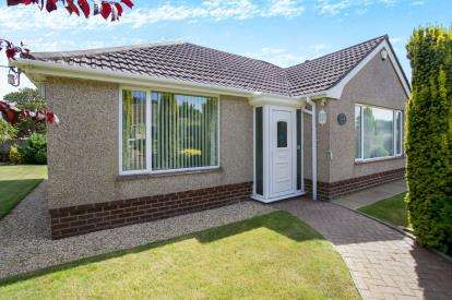 3 Bedrooms Bungalow for sale in Barton On Sea, New Milton, Hampshire