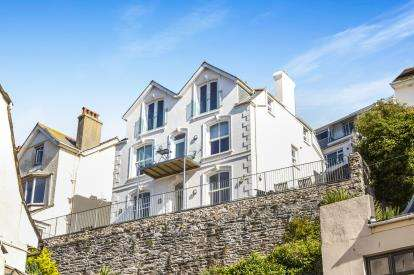 2 Bedrooms Flat for sale in Looe, Cornwall, .