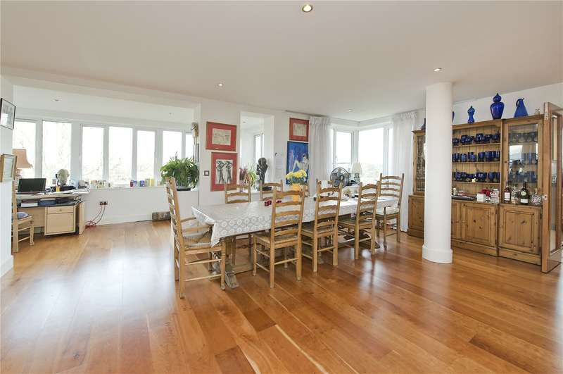 3 Bedrooms Flat for sale in Charlwood House, 6 Strand Drive, TW9