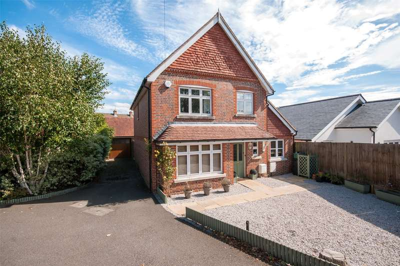 4 Bedrooms Detached House for sale in Angel Place, Cockshot Hill, RH2