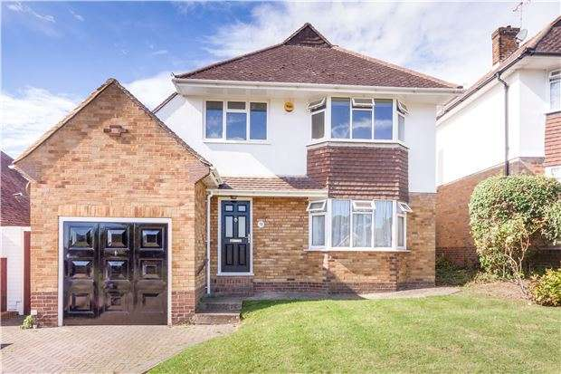 3 Bedrooms Detached House for sale in Meadowlands Avenue, EASTBOURNE