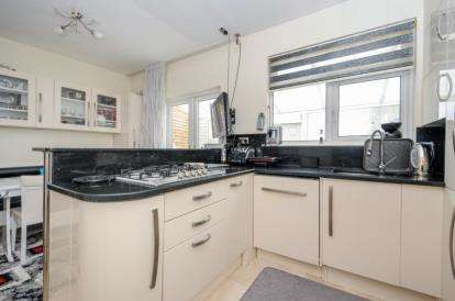 4 Bedrooms House for sale in Ivorydown, Bromley