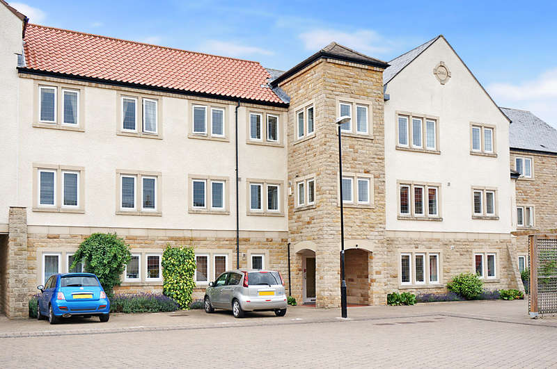 2 Bedrooms Flat for sale in Micklethwaite Grove, Wetherby, LS22