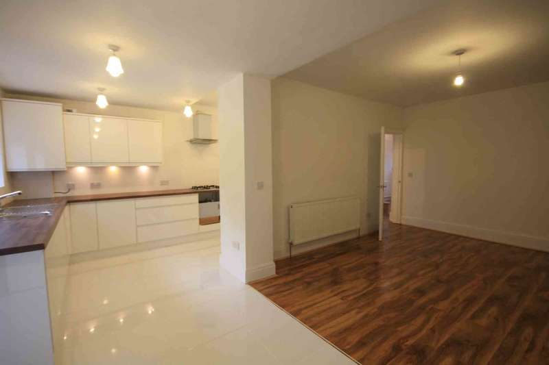 6 Bedrooms Semi Detached House for sale in Rochester Ave, Prestwich