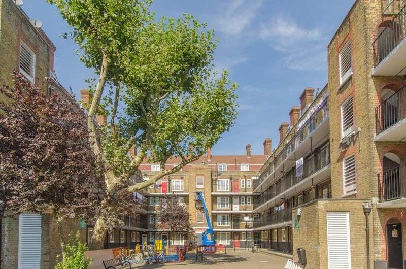2 Bedrooms Flat for sale in Harmood St, Chalk Farm, NW1