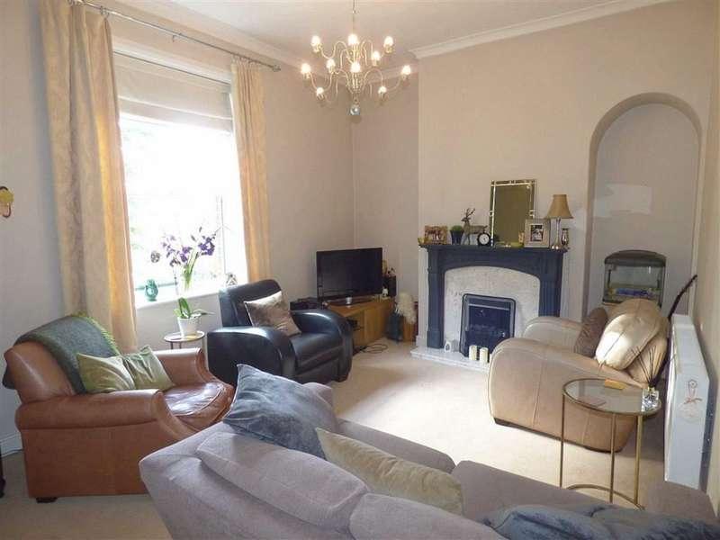 2 Bedrooms Flat for sale in Oakenrod Hill, Rochdale, Lancashire, OL11