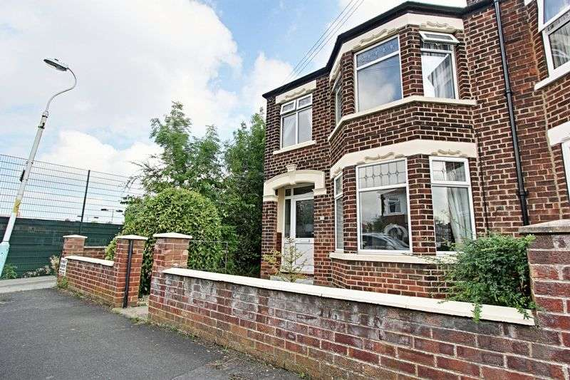 3 Bedrooms Semi Detached House for sale in Oaklands Drive, Hessle