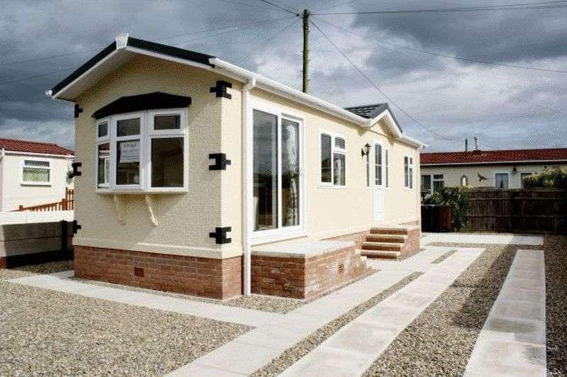 2 Bedrooms Bungalow for sale in 22 Poplar Drive, Lamaleach Park, Lamaleach Drive, Freckleton, Lancashire, PR4 1DT