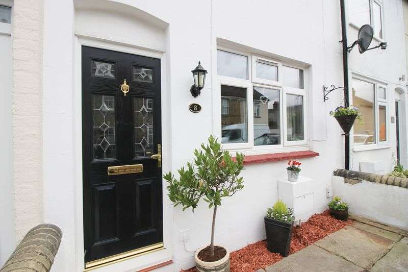 2 Bedrooms Terraced House for sale in Queens Road, Snodland