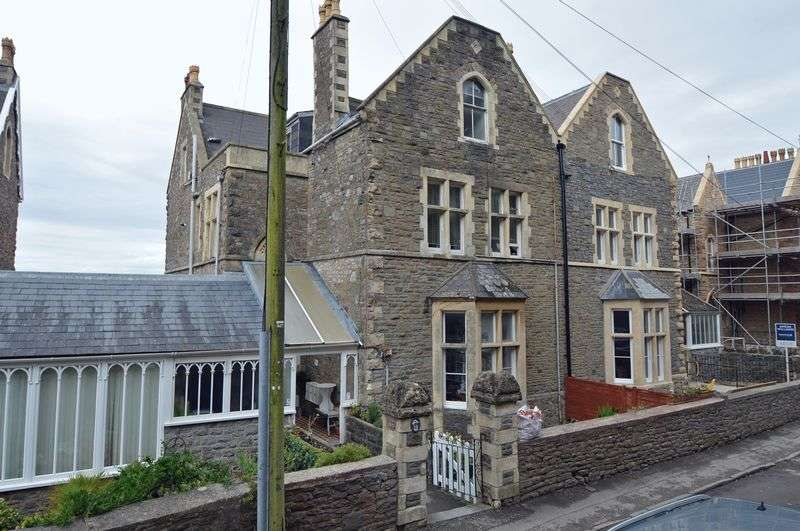 2 Bedrooms Flat for sale in Marine Parade, Clevedon