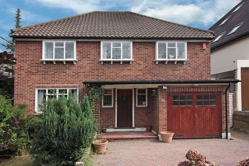 4 Bedrooms Detached House for sale in Stanmore Way, Loughton