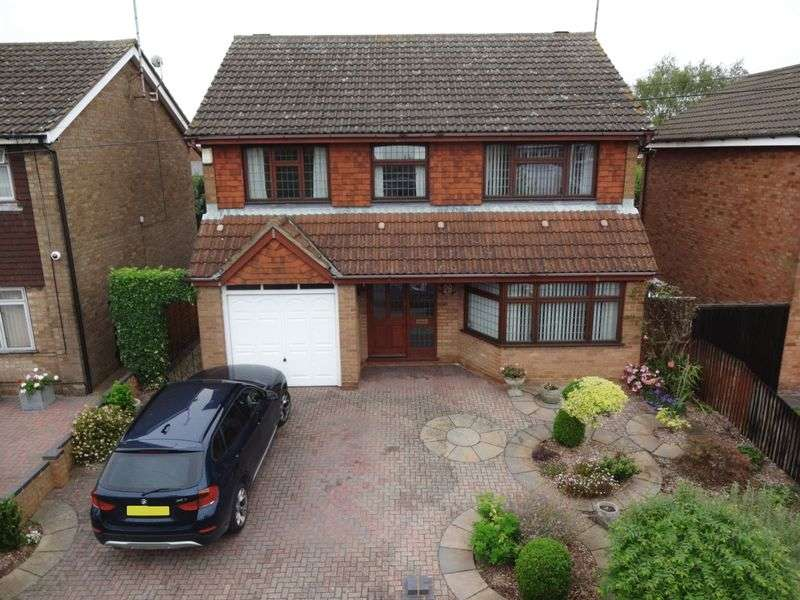 4 Bedrooms Detached House for sale in Jillifer Road.