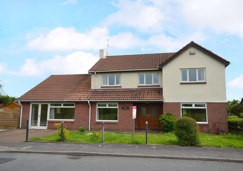 4 Bedrooms Detached House for sale in An outstanding, extended 4 bedroom family house West Nash Road, Newport