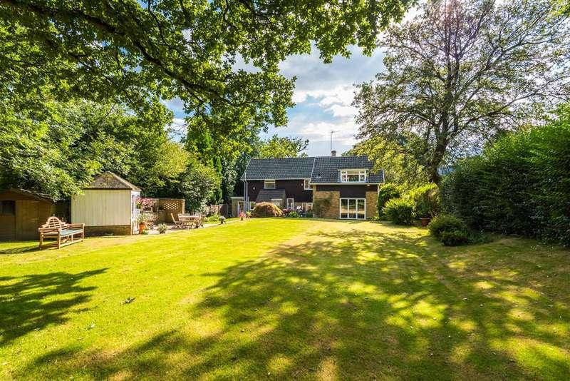 4 Bedrooms Detached House for sale in Kings Cross Lane, South Nutfield, RH1