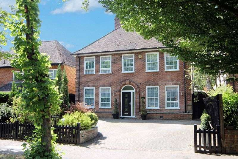 4 Bedrooms Detached House for sale in Royston Grove, Pinner