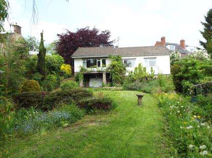 3 Bedrooms Bungalow for sale in Front Street, Fritchley, Belper, Derbyshire