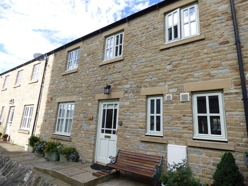 3 Bedrooms Terraced House for sale in 2 St Matthews Mews Leyburn