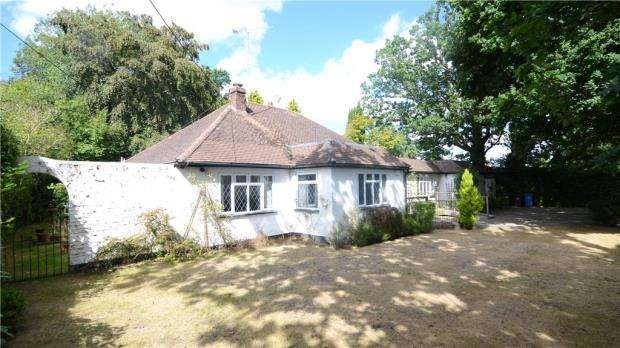 4 Bedrooms Detached Bungalow for sale in Locks Ride, Ascot, Berkshire