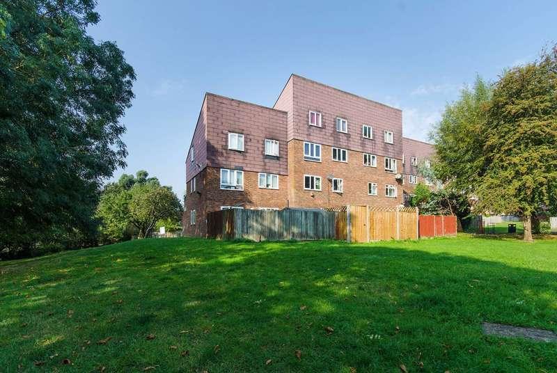 2 Bedrooms Maisonette Flat for sale in James Bedford Close, Pinner, HA5