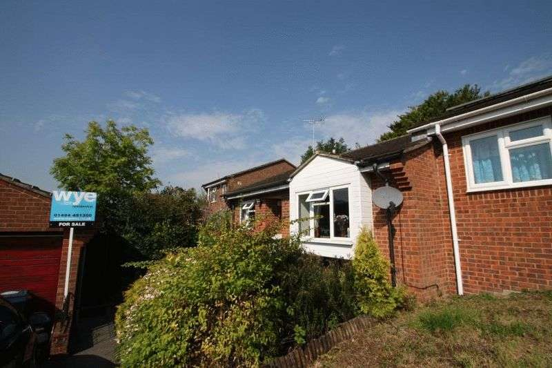 2 Bedrooms Bungalow for sale in Nicholas Gardens, High Wycombe