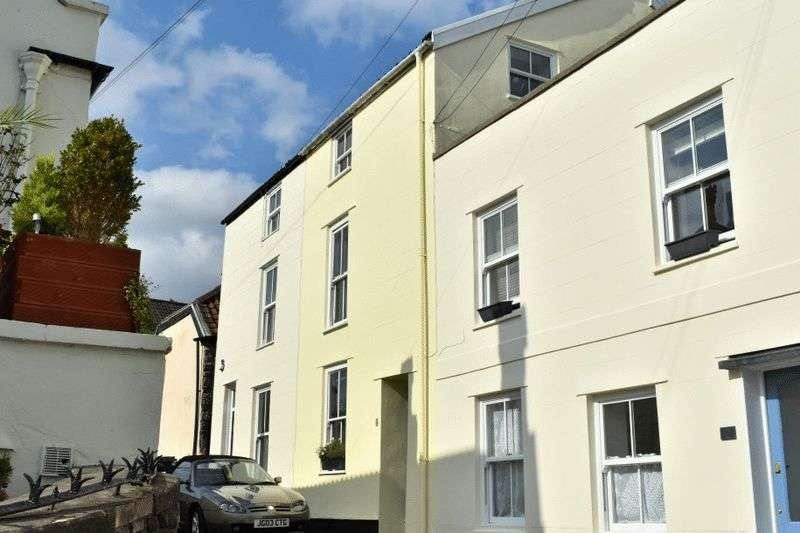 2 Bedrooms Terraced House for sale in Wesley Place, Clifton