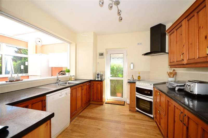 2 Bedrooms Detached Bungalow for sale in Quex View Road, Birchington, Kent