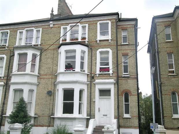 1 Bedroom Flat for sale in St. Philips Road, Surbiton