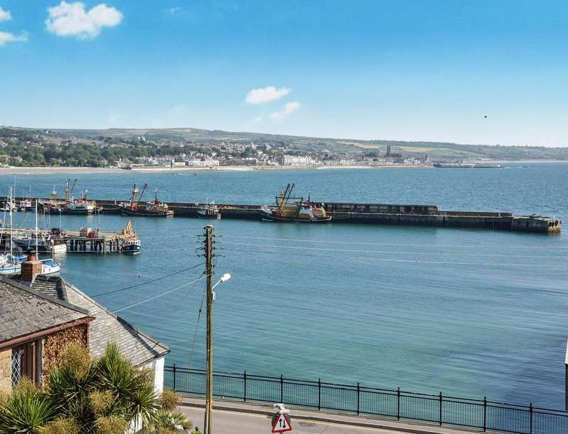 3 Bedrooms Property for sale in Navy Inn Court, Newlyn, Penzance, TR18