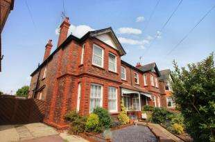 3 Bedrooms Maisonette Flat for sale in Longfellow Road, Worthing, West Sussex