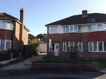 3 Bedrooms Semi Detached House for sale in Somerset Road, Broadheath, Altrincham, Greater Manchester