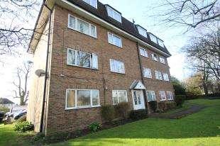 1 Bedroom Flat for sale in Southfield Court, Sutton Common Road, Sutton, Surrey