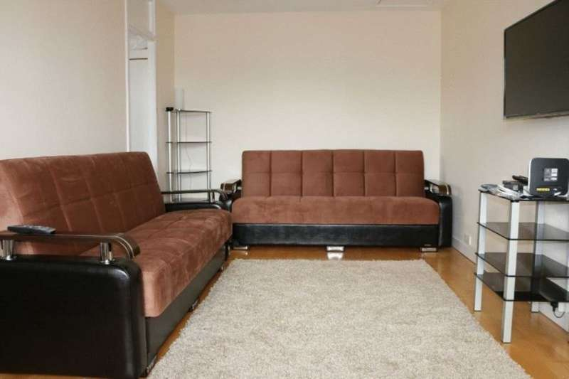Apartment Flat for sale in Attractive Studio flat Bramley Road, North Kensington, London, W10