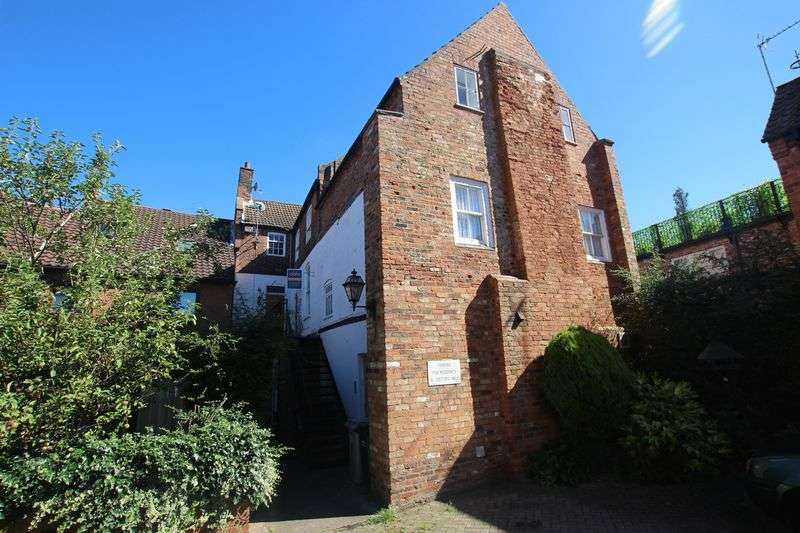 2 Bedrooms Flat for sale in CHURCH CLOSE, LOUTH