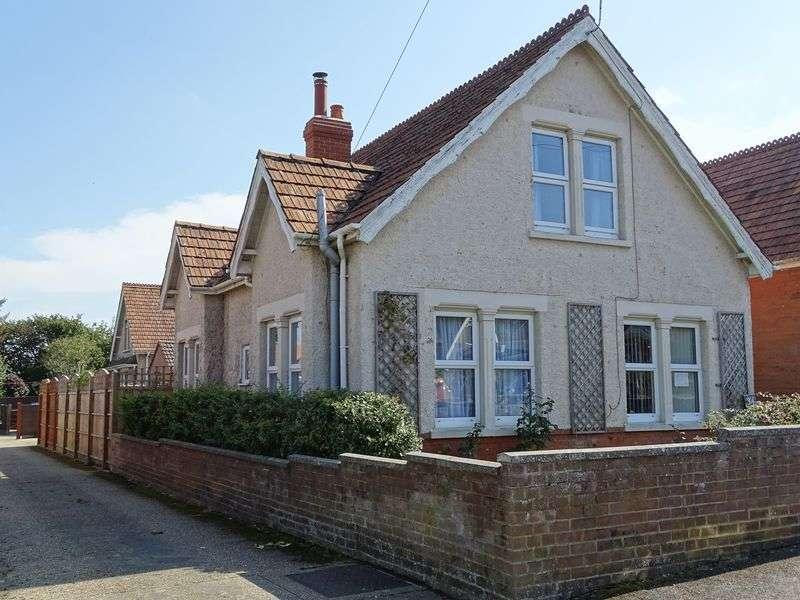2 Bedrooms Detached Bungalow for sale in Burford Road, Salisbury