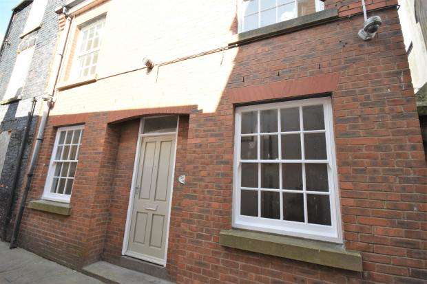 2 Bedrooms Terraced House for sale in The Bolts, Scarborough, YO11 1PE
