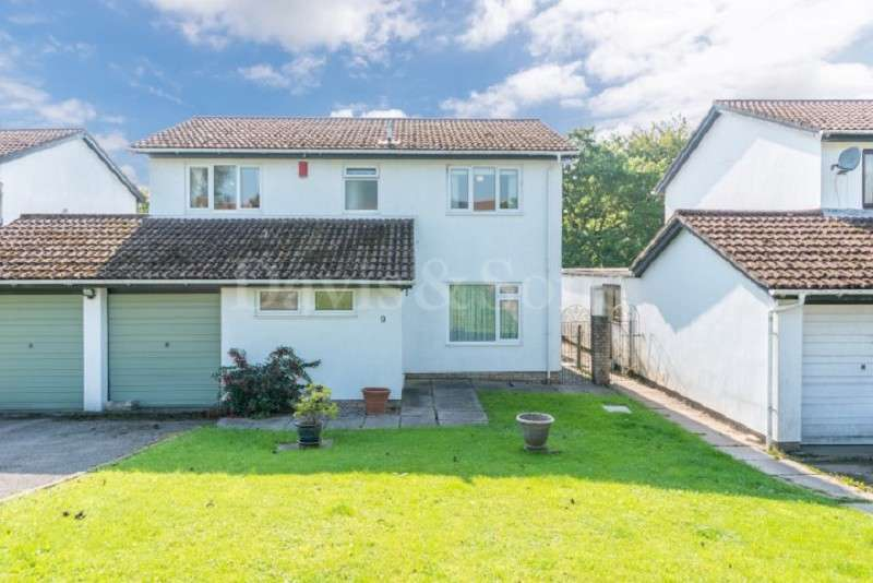 4 Bedrooms Detached House for sale in Wood Close, Off Ruskin Avenue, Rogerstone. NP10 0AF
