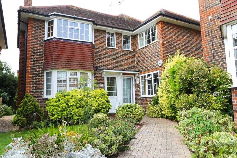 2 Bedrooms Flat for sale in The Acre Close