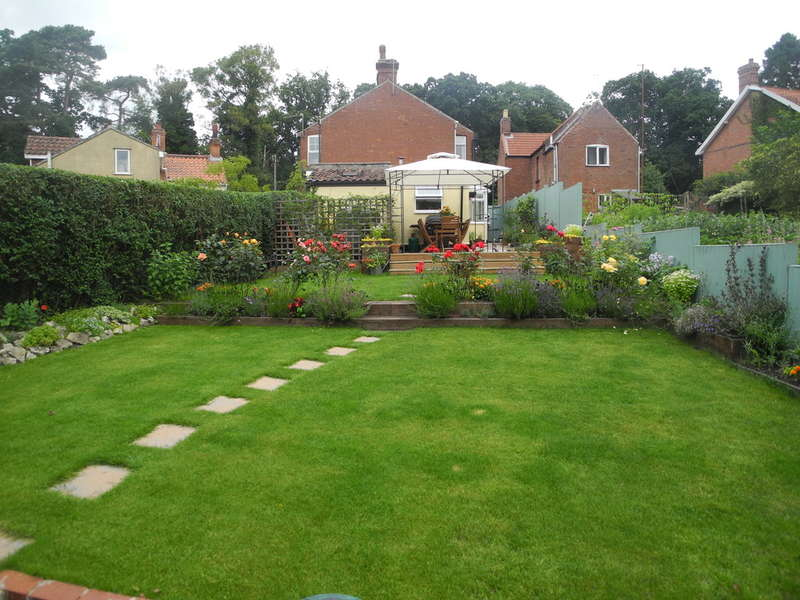 3 Bedrooms Semi Detached House for sale in Beccles Road, Fritton, Great Yarmouth, Norfolk