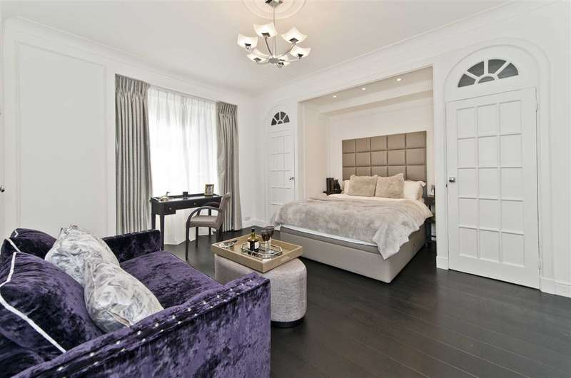Flat for sale in 105 Hallam Street, London