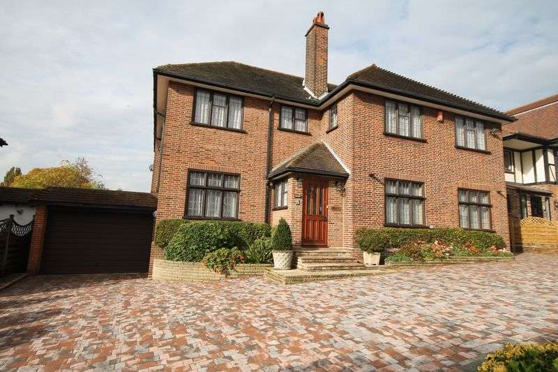 5 Bedrooms Detached House for rent in Meadow Way, Chigwell