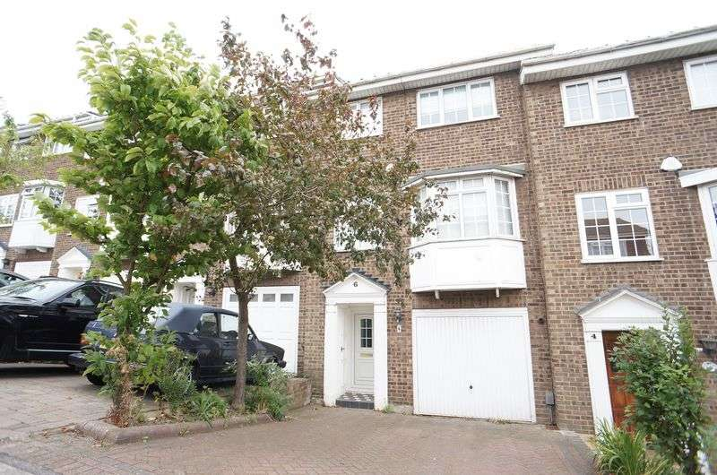 3 Bedrooms Terraced House for sale in Station Road, Benfleet