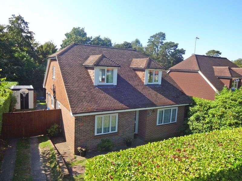 5 Bedrooms Detached House for sale in Sandheath Road, Beacon Hill, Hindhead
