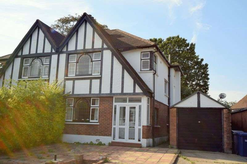 3 Bedrooms Semi Detached House for sale in Abbots Gardens, London N2