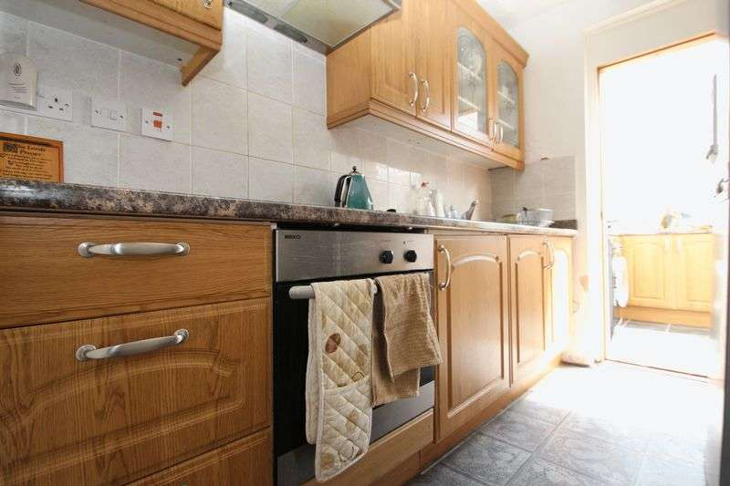 3 Bedrooms Terraced House for sale in Charlemont Road, London