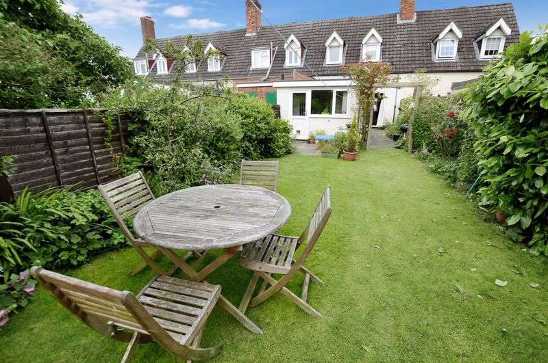 2 Bedrooms Cottage House for sale in 4 Cromwell Cottages, Albany Road, Woodhall Spa