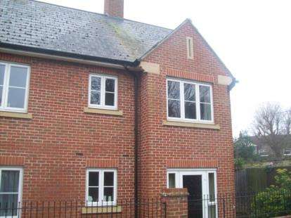 1 Bedroom Flat for sale in Newton Court, Hoppers Hill, Olney, Buckinghamshire