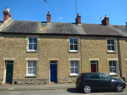 3 Bedrooms Terraced House for sale in Dartmouth Road, Olney, Buckinghamshire