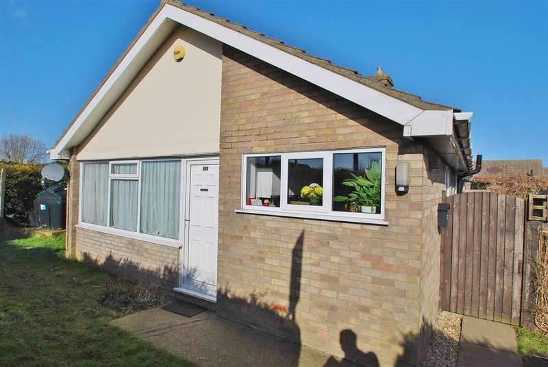 2 Bedrooms Bungalow for sale in Sea Road, Chapel St Leonards