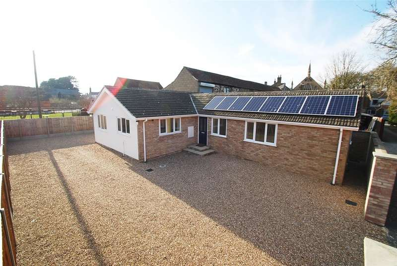 3 Bedrooms Bungalow for sale in The Bungalow, Half Moon Lane, Off West Street, Alford